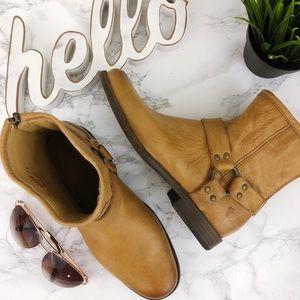 FRYE Leather Phillip Harness Short Camel Tan 8